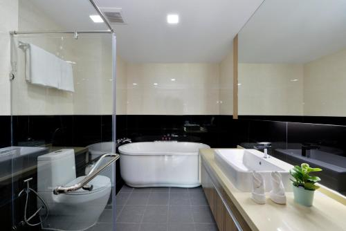 Ten Ekamai Suites by Aspira photo 16