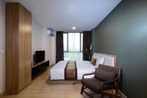 Ten Ekamai Suites by Aspira photo 18