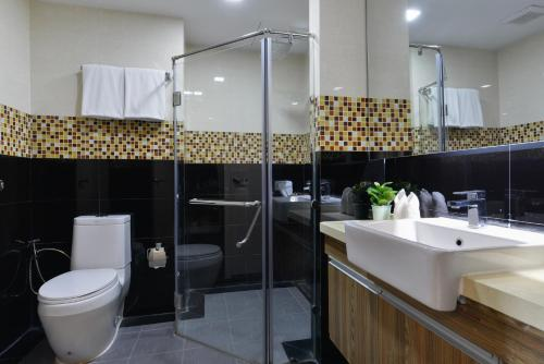 Ten Ekamai Suites by Aspira photo 37
