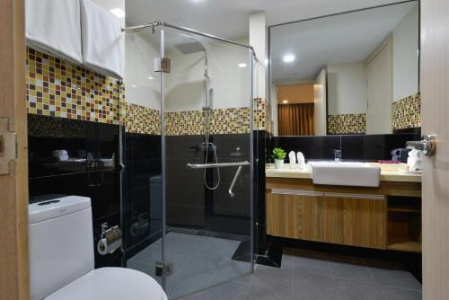 Ten Ekamai Suites by Aspira photo 38