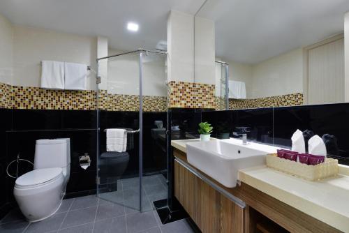 Ten Ekamai Suites by Aspira photo 42