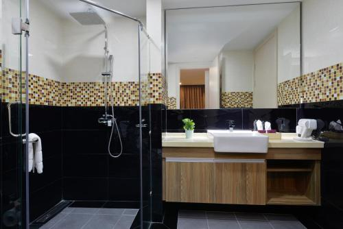 Ten Ekamai Suites by Aspira photo 43