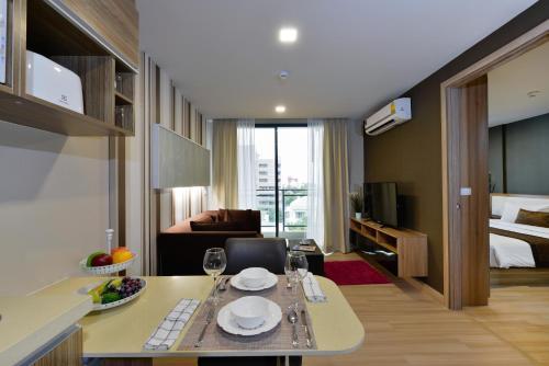 Ten Ekamai Suites by Aspira photo 46