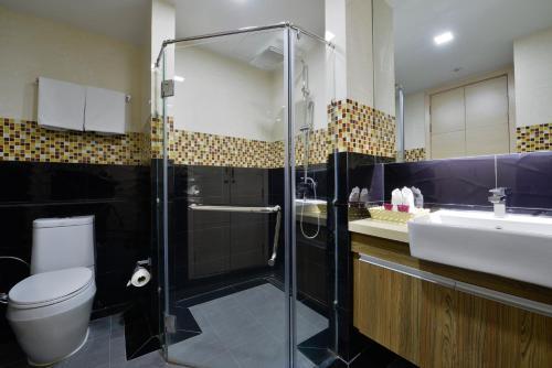 Ten Ekamai Suites by Aspira photo 61