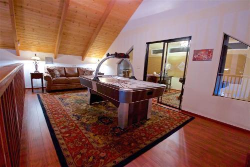 Mountain View Playhouse Near Yosemite & Bass Lake - Oakhurst, CA 93644