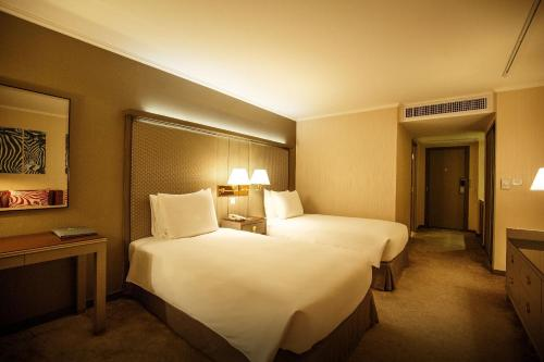 Premier Deluxe King or Twin Room