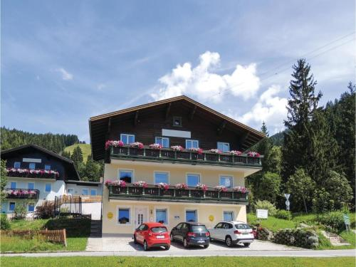 Three-Bedroom Apartment with Mountain View in Wagrain Wagrain