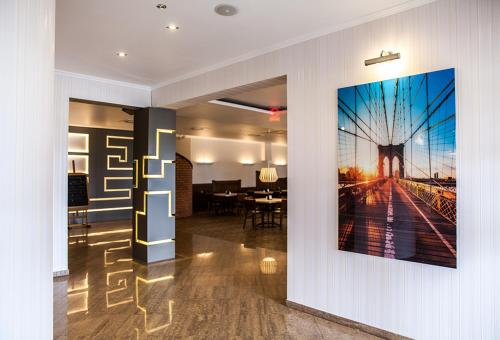 . Hotel Fox