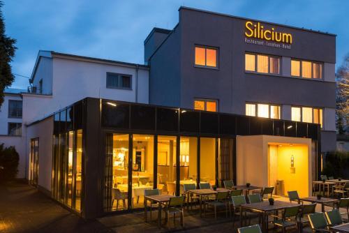 . Hotel Silicium