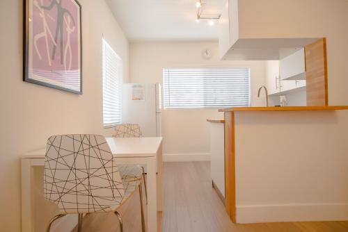 Remodeled Condo With Parking