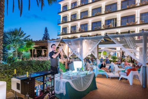 Отель Sumus Hotel Stella & Spa 4*Superior 4*, Пинеда де ...