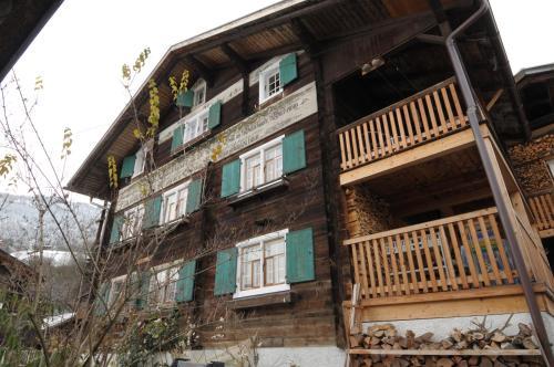 BnB Hasatrog Jenaz - Accommodation