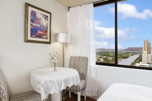 Studio For 2 @ Hawaiian Monarch Hotel - Honolulu, HI 96815