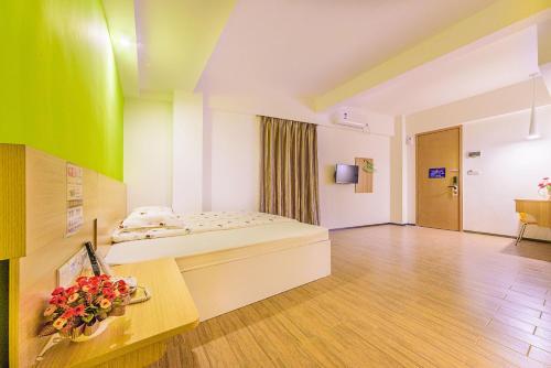 Orange Boutique Theme Transit Hotel Guangzhou Baiyun Airport Branch room photos