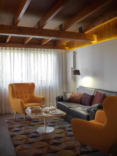 Suite with Private Pool - single occupancy Mont-Sant 15