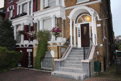 Lampton Guest House (B&B)
