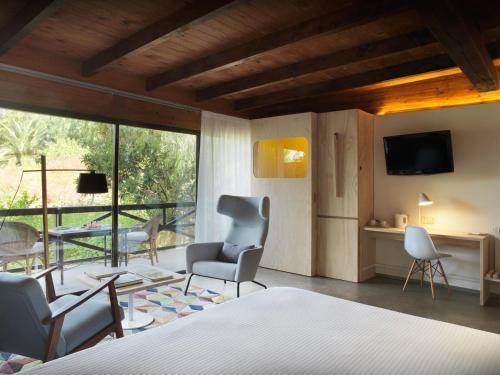 Junior Suite with Terrace - single occupancy Mont-Sant 6