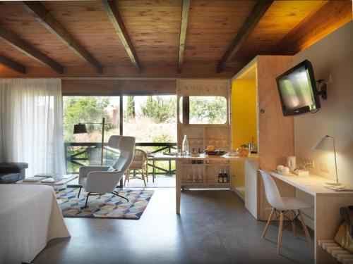 Junior Suite with Terrace - single occupancy Mont-Sant 4