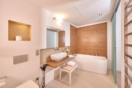 Suite Excellence Bennoc Petit Hotel 8