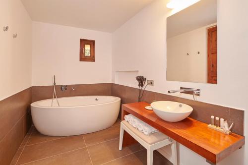 Suite Bennoc Petit Hotel 4