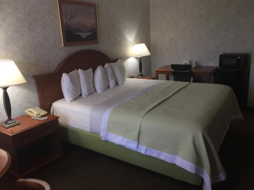 Days Inn by Wyndham Los Angeles LAX/ Redondo&ManhattanBeach - Lawndale, CA CA 90260