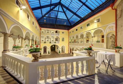 Kasteel-overnachting met je hond in Hotel Schloss Weikersdorf - Baden
