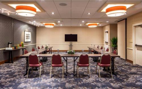DoubleTree Suites By Hilton Minneapolis - Minneapolis, MN 55403