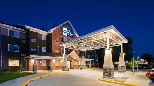 . Best Western Harvest Inn & Suites