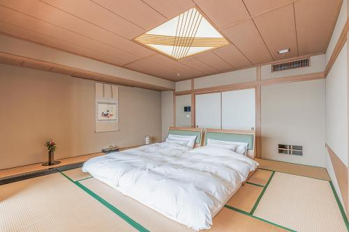 Japanese-Style Standard Room - Breakfast and Deluxe Dinner Included