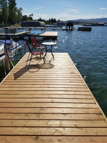 Lakes Edge Escape (lake House)