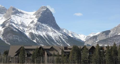 Paradise Resort Club and Spa - Canmore, AB T1W 3G1