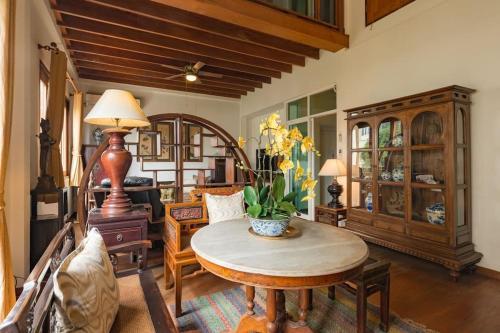 Artisan's Antique House - Silom impression