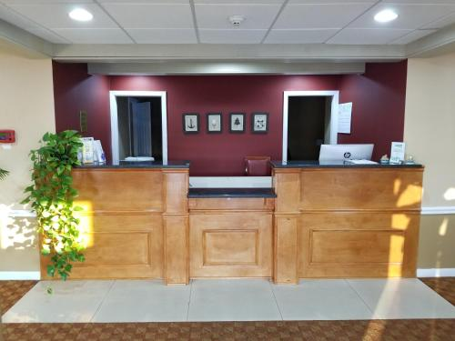 Photo - All Seasons Inn & Suites