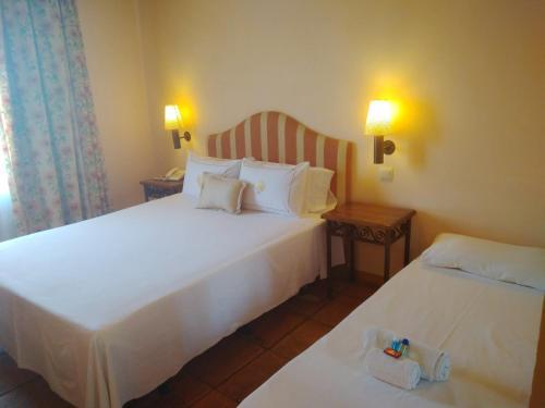 Doppel- oder Zweibettzimmer mit Zustellbett (2 Erwachsene + 1 Kind) mit Terrasse Cigarral de Caravantes 40