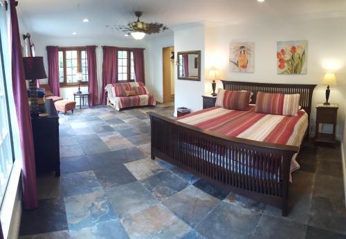 2.5 Bedroom Waimanalo Beach Lots Hideaway House - Waimanalo, HI 96795