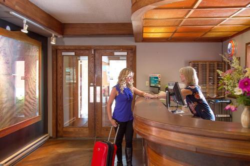 The Lodge at Arrow Lakes - Accommodation - Nakusp