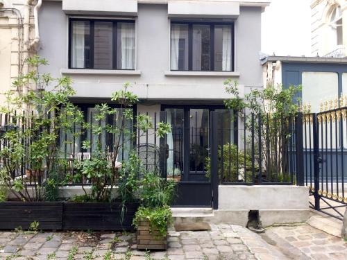 House of Paris photo 99
