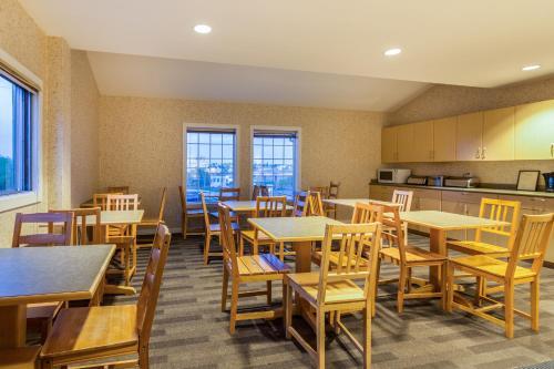 Canadas Best Value Inn Chinook Station - Calgary, AB T2H 0J3
