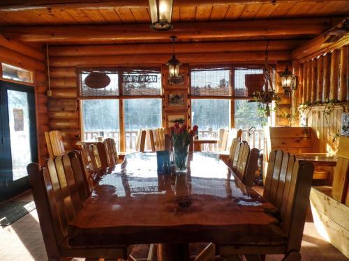 Hawk's Nest Lodge - West Forks, ME 04985