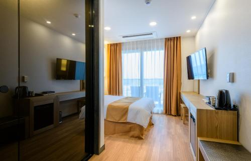 Deluxe Double Room with Sunrise View