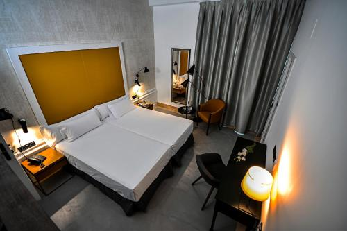 Standard Double or Twin Room Legado Alcazar 45