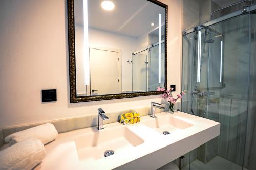Superior Double or Twin Room Legado Alcazar 53