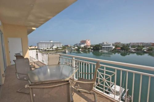 502 Bay Harbor - Clearwater Beach, FL 33767