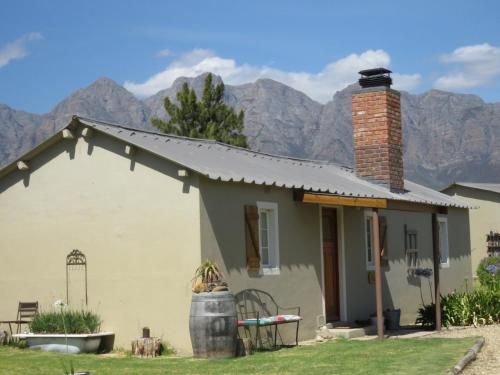 Seven Oaks Vineyard Cottages
