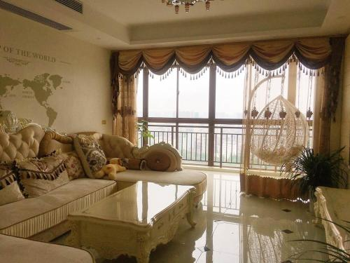 Jingzhou Deluxe Three-bedroom Apartment