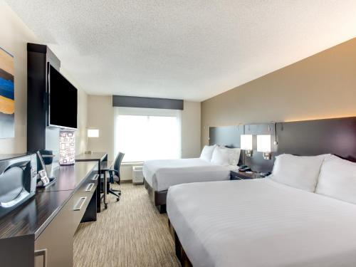 Holiday Inn Express Hotel & Suites Bethlehem - Bethlehem, PA 18015