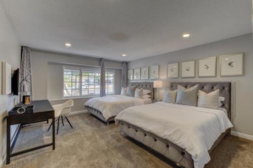 Las Vegas Luxury Modern Estate - Las Vegas, NV 89104