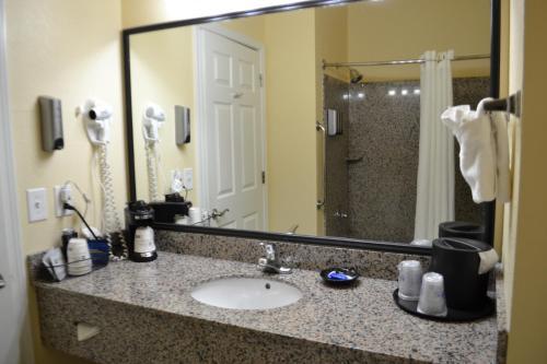 Best Western Sherwood Inn & Suites - North Little Rock, AR 72120