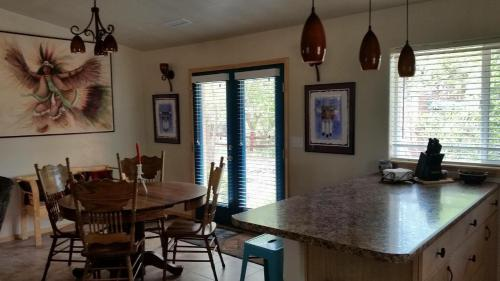Grizzly Roadhouse Bed And Breakfast - Cortez, CO 81321