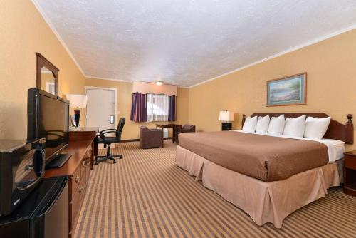 Executive Plus Inn and Suites